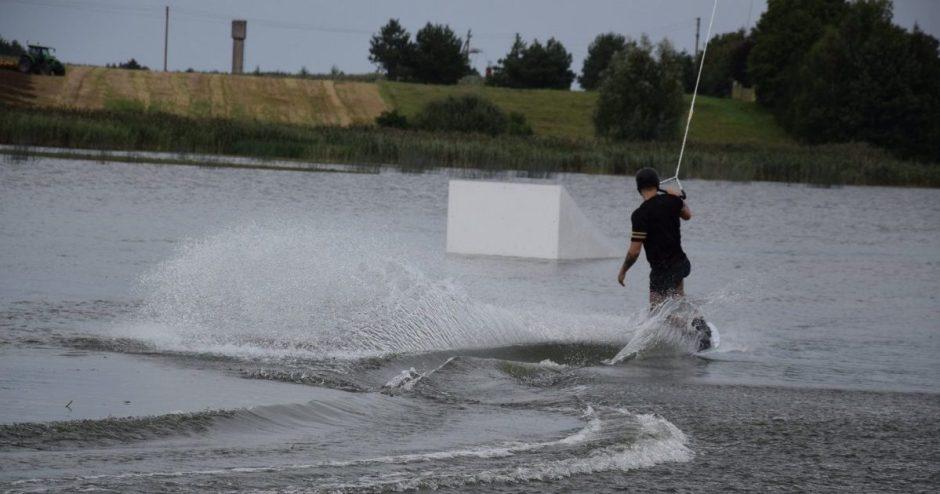 Ilgai laukta naujovė: atidarytas pirmasis vandenlenčių parkas Vilkaviškio rajone