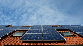 Ankstinami kvietimai saulės elektrinėms įsirengti ir seniems šildymo katilams – paraiškas bus galima teikti jau po savaitės