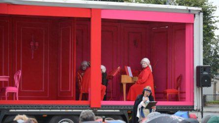 Pakruojyje lankėsi keliaujanti opera