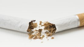 Seimui siūloma griežtinti neapdoroto tabako gamybos ir prekybos kontrolę