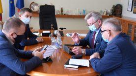 Ministras Jaroslav Narkevič vertino, kaip Šalčininkų rajone vykdomi kelių remonto darbai