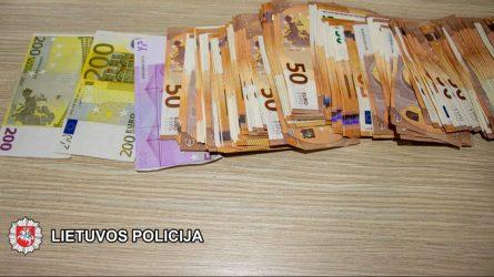 Klaipėdoje sulaikyti trys asmenys įtariami išvilioję 13 000 eurų (video)