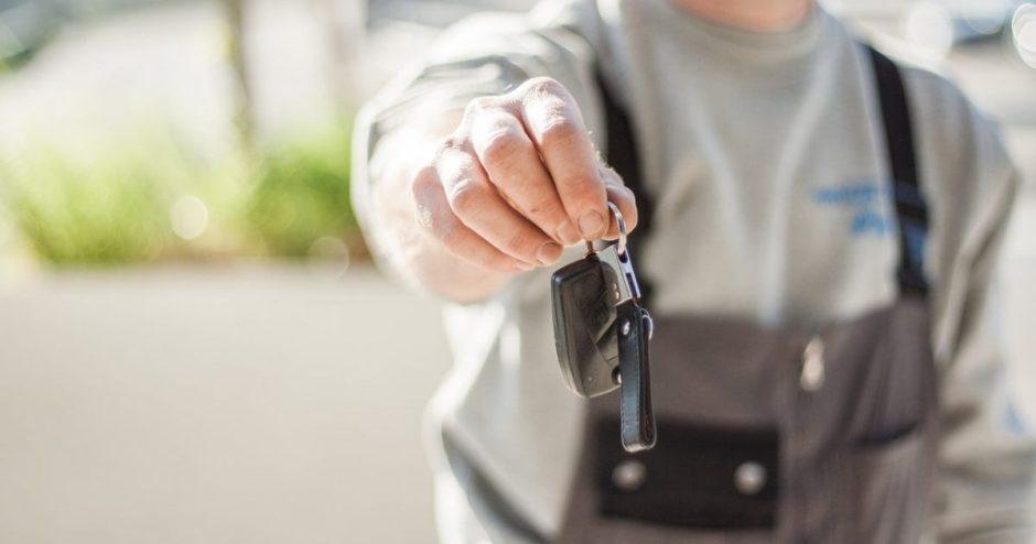 Ką reikia žinoti prieš sėdant prie pakaitinio automobilio vairo?