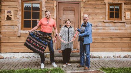 """V. Miliaus kelionėje po Lietuvą aplankyta audėja I. Sakalauskienė: """"Tikiu, jog šis amatas gyvuos"""""""