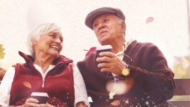 Tarptautinė pagyvenusių žmonių diena – su mero arbatėle, koncertu, spektakliu ir naktišokiais