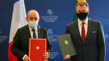 V. Šapoka ir Prancūzijos Europos ir užsienio reikalų ministras pasirašė memorandumą dėl šalių finansinio bendradarbiavimo