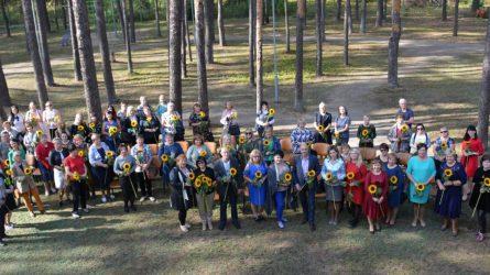 Socialinių darbuotojų dienos proga – Varėnos rajono savivaldybės vadovų padėkos ir gėlės