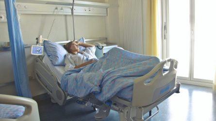 Artimųjų lankymas ligoninėje pandemijos metu: bendra tvarka galios visiems