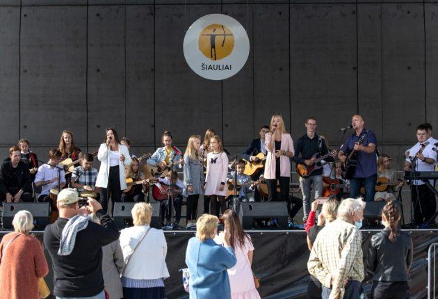 Rugsėjo 1-ąją pasveikinti mažieji šiauliečiai 2020   Rolando Parafinavičiaus nuotr .