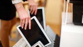 Nuotoliniu būdu dirbančias Raseinių mokyklas pasiekė ministerijos nupirkti kompiuteriai ir savivaldybės lėšos virtualioms aplinkoms įsigyti