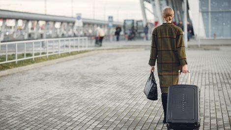 SAM informuoja keliautojus: šiais atvejais vykstant į Latviją teks atlikti COVID-19 testą
