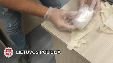 Klaipėdos pareigūnai su įkalčiais sulaikė asmenį, įtariama platinusį narkotikus
