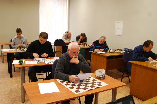 Varžėsi šachmatų uždavinių sprendimo puoselėtojai