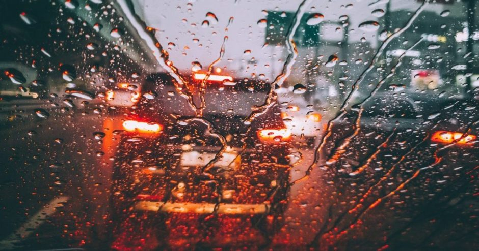 Išanalizavo spūstyse nutinkančius eismo įvykius: daugelio priežastis – atstumo nesilaikymas ir nesaugus rikiavimasis