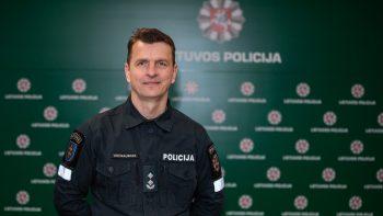 Rietavo policijos viršininkas Marius Vaičikauskas jėgas atgauna karatė treniruotėse ir drožinėdamas
