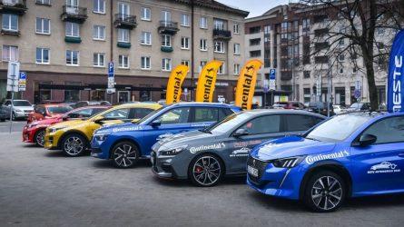 Paradoksas: lietuviai gali sau leisti naujus automobilius, bet renkasi naudotus