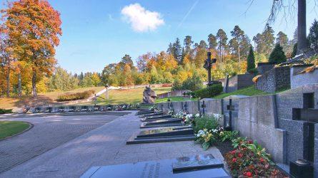 Vilnius kviečia Vėlinių dienomis kapines lankyti saugiai: vengti didesnių susibūrimų, dėvėti kaukes