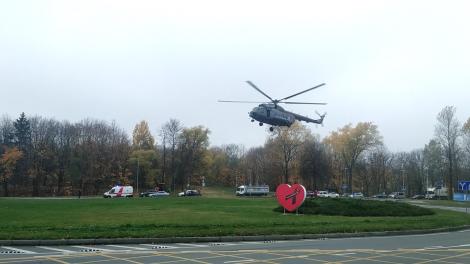 Santariškių eismo žiede sraigtasparnis nusileido su itin svarbiu kroviniu – atskraidino donoro širdį