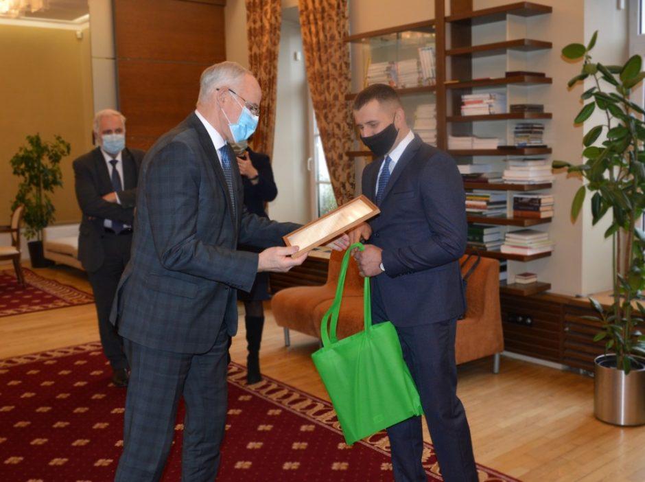 Ministras A. Monkevičius pasveikino geriausią Europos profesijos mokytoją V. Kabelį