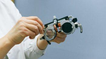 Pagalba regos negalią turintiesiems: pradedami kompensuoti modernesni akies protezai