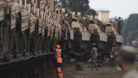 """""""Rail Baltica"""" pritaikys ir karinės technikos gabenimui"""