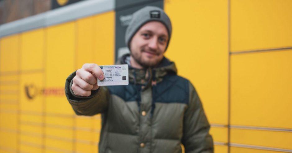 Beveik kas trečias vairuotojas vairuotojo pažymėjimą užsisako internetu