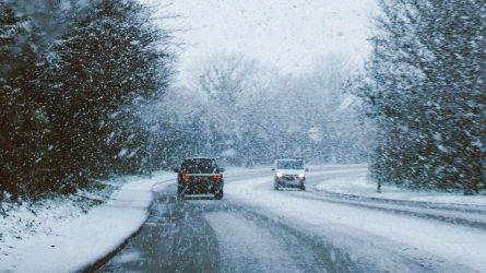 Į ką atkreipti dėmesį vairuojant žiemą?