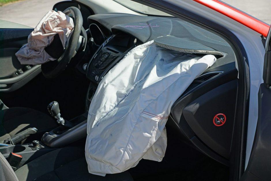 Kontrabandinių cigarečių gabentoją į teisiamųjų suolą atvedė autoįvykis