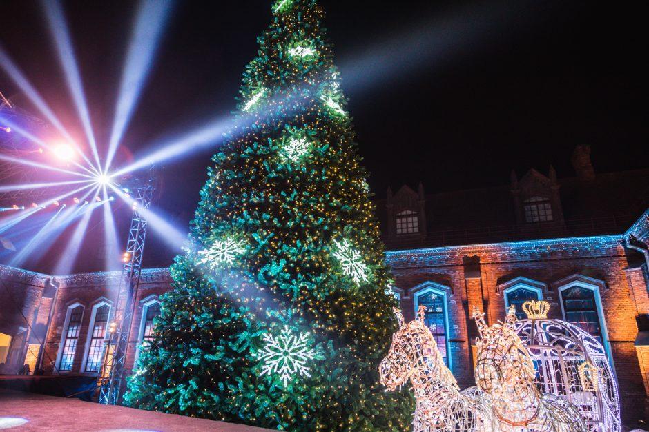 Raudondvario dvaras rengiasi Kalėdoms: saugūs atstumai nekliudys šventinei nuotaikai