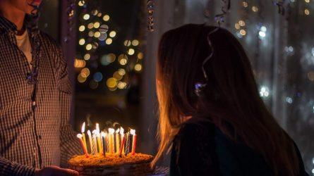 Prasmingi gimtadienio sveikinimai: kodėl verta skirti daug laiko jų paieškai?