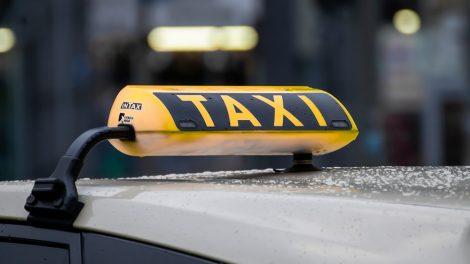 Taksi bendrovės ir jų vadovas kaltinami išvengę apie 230 tūkst. eurų mokesčių