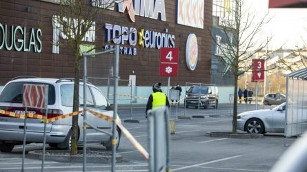 Griežtinant karantiną, nuo trečiadienio uždaromos parduotuvės, apribojamas judėjimas