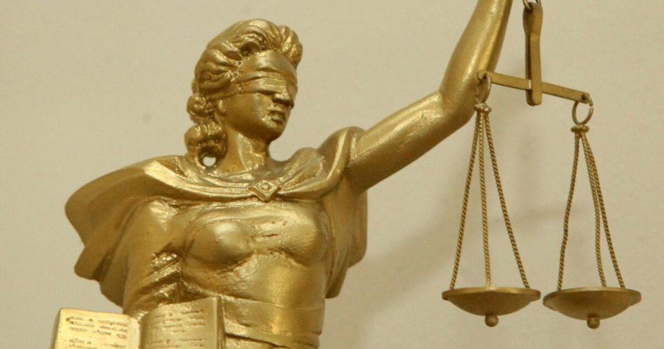 Bandymas melu  išvengti administracinės atsakomybės sugeneruoja  baudžiamąją atsakomybę