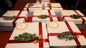 Rėmėjams įteikti kalėdiniai padėkos pyragai