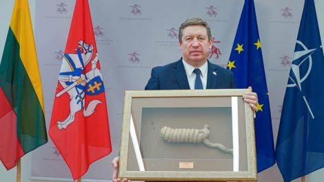"""Geriausiai ryšius su visuomene mezgusiems kariams ir civiliams įteikti apdovanojimai """"Jūriniai mazgai"""""""