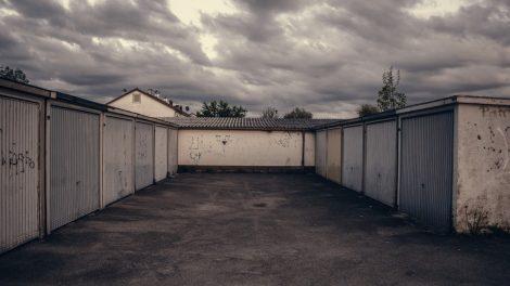 Kvaišalus garažuose platinusiems vyrams teks stoti prieš teismą