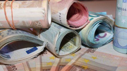 Krepšininku apsimetęs ir iš merginos pinigus išviliojęs vaikinas suimtas 3 mėnesiams