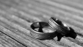 Sutuoktinius į teisiamųjų suolą atvedė meilės romanas