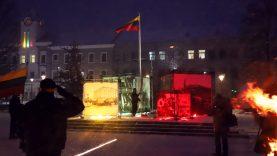 Sausio 13-osios atminimui vėliavą Šiauliuose pakėlė Lietuvos parlamento gynėjas