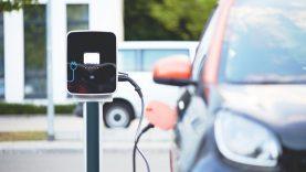 Pernai elektromobilių rinka Lietuvoje augo 2,2 karto. Kokios prognozės ateičiai?