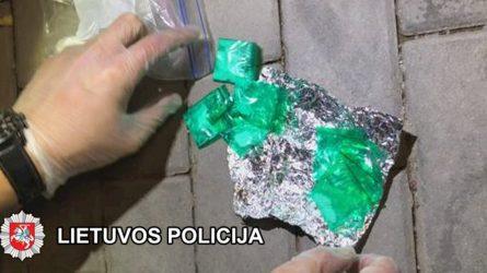 Klaipėdos kriminalistai su įkalčiais sulaikė keletą, kaip įtariama, narkotines medžiagas galimai platinusius asmenis