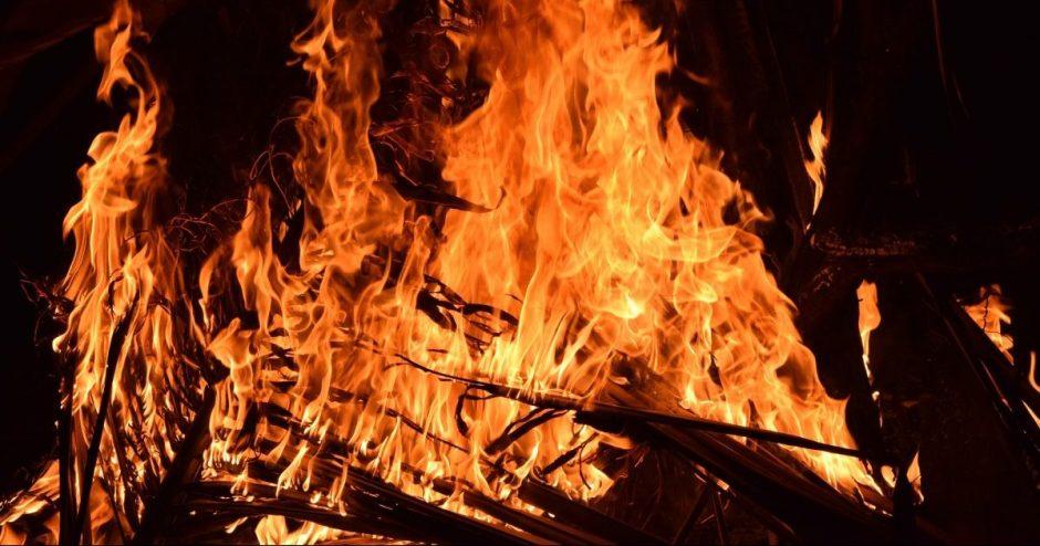 Sostinės sandėliukuose gaisrą sukėlusio ir merginą pražudžiusio vyro byla perduota teismui