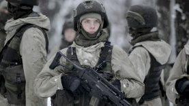 Jaunųjų karių treniruotė: šuolis į eketę – su pasitikėjimu ir lengvu jauduliu