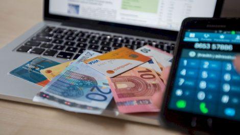 Raseiniškei virtuali pažintis kainavo daugiau nei 10 000 eurų