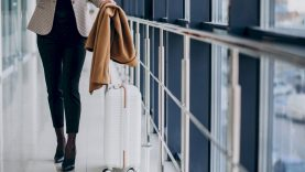 Nuo pirmadienio keliautojams – naujos procedūros, raginama pasiruošti