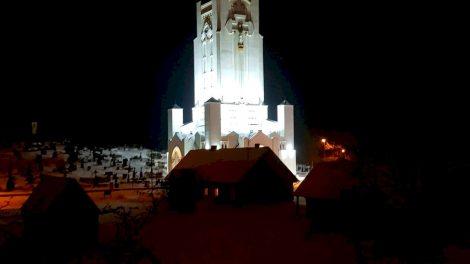 Vasario 13 d. išvakarėse Šiluvoje nušvis Mergelės Marijos Apsireiškimo vietos simbolis