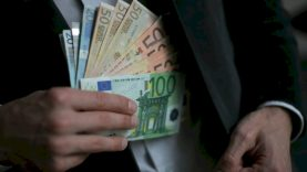 Sukūręs pramaną apie ligą, neteisėtai pasisavino pinigus