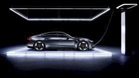 """Tiesioginės transliacijos metu pristatytas naujasis """"Audi e-tron GT"""""""
