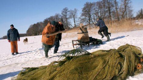 Poledinė stintelių žvejyba įtraukta į nematerialaus kultūros paveldo sąvadą