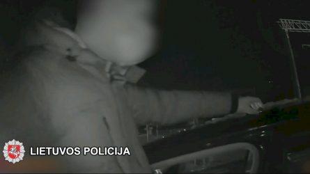 Karantino sąlygas pažeidę jaunuoliai turėjo narkotinių medžiagų (video)
